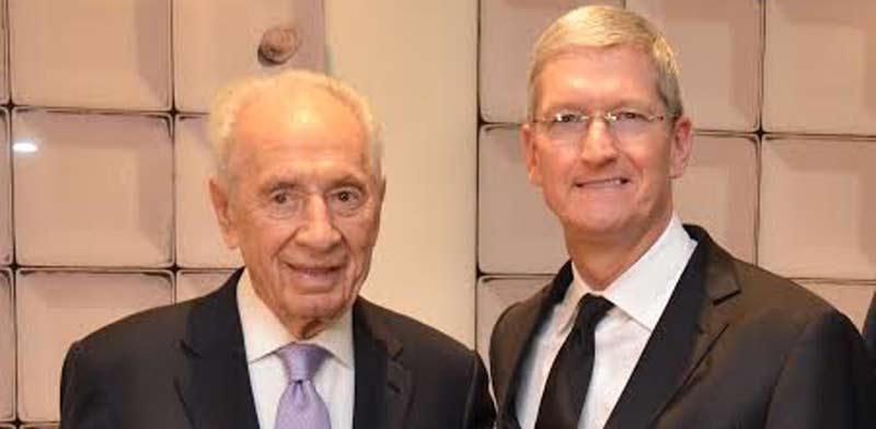 Shimon Peres and Tim Cook