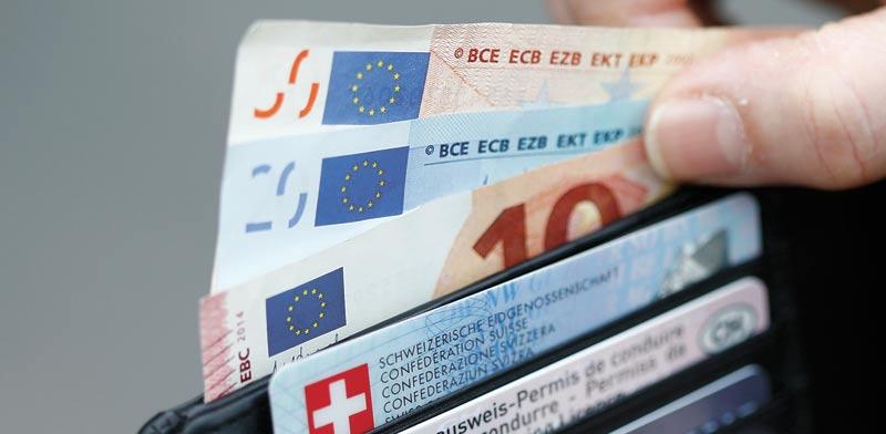 """האירו היציג המשיך לאבד גובה וירד בכ-0.8% ל-3.9 שקלים; """"המטבע האירופי סובל היום מתמחור חסר"""""""