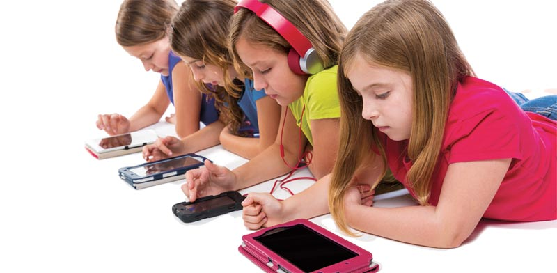 kids on smartphones and tablets