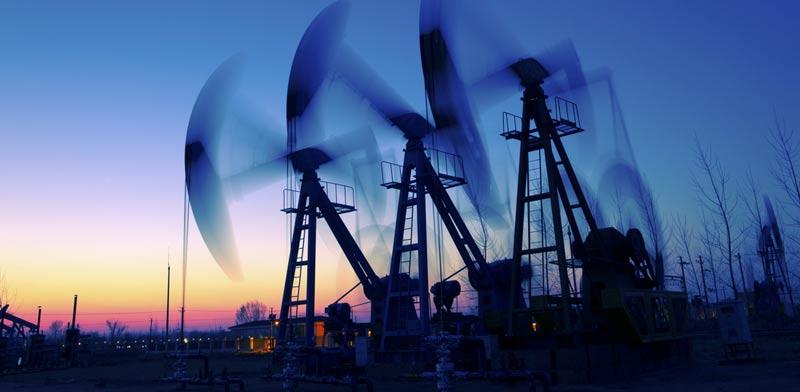"""נתון המלאים בארה""""ב מקפיץ את הנפט בכ-3.3%"""