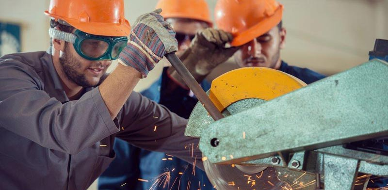 Industrial workers Photo: ASAP Creative Shutterstock