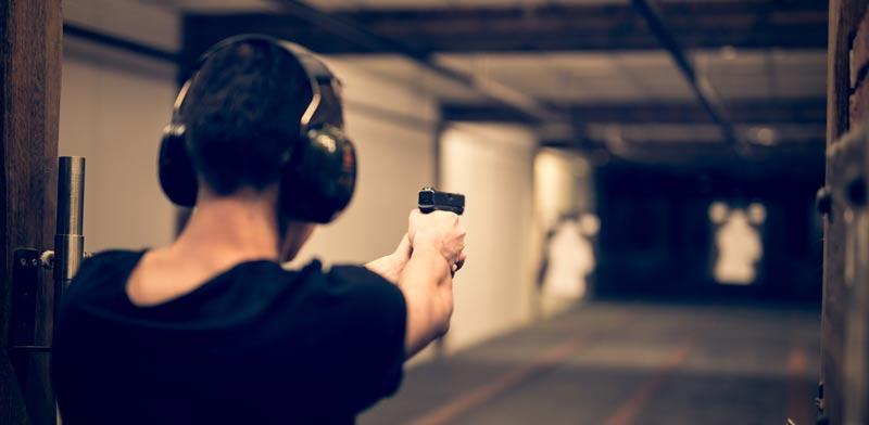 חידוש רישיון נשק / צילום:  Shutterstock/ א.ס.א.פ קרייטיב