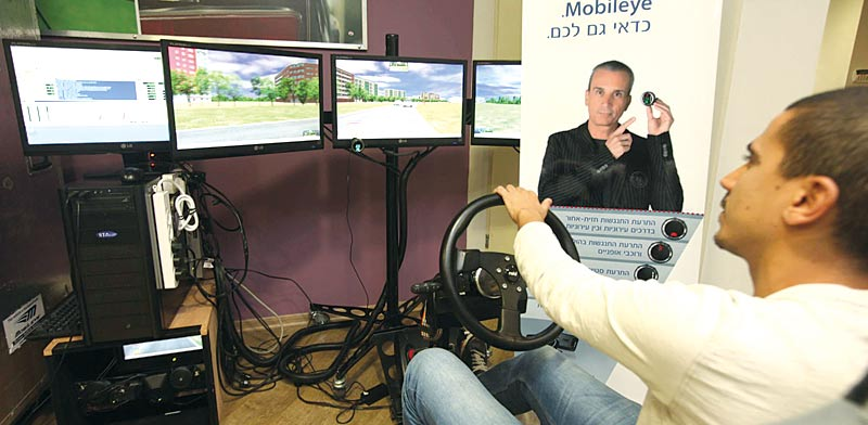 Mobileye simulator Photo: Gil Yochanan
