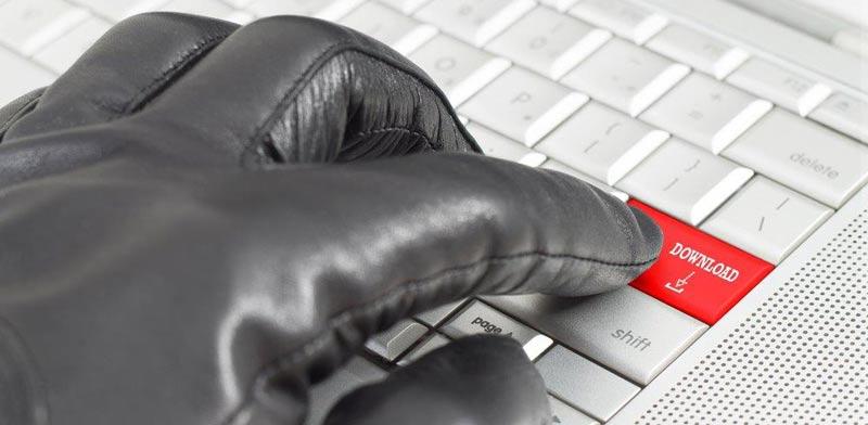 הורדות תכנים פיראטיים באינטרנט/ צילום:  Shutterstock/ א.ס.א.פ קרייטיב