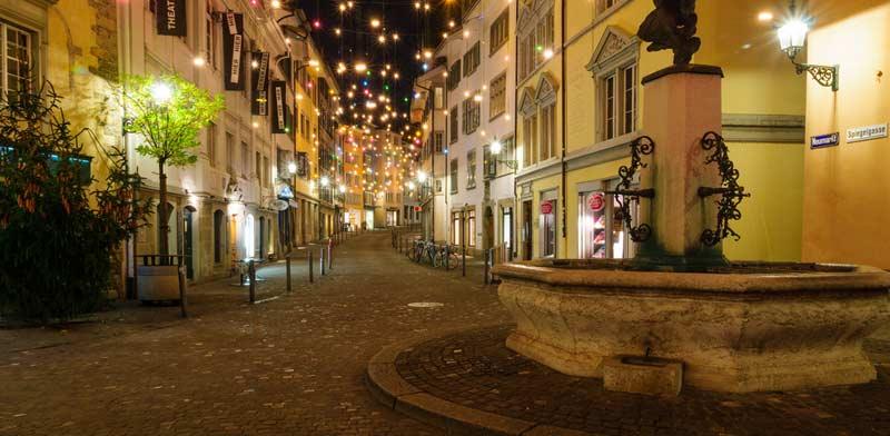 חג המולד בעיר העתיקה של ציריך / צילום:  Shutterstock/ א.ס.א.פ קרייטיב
