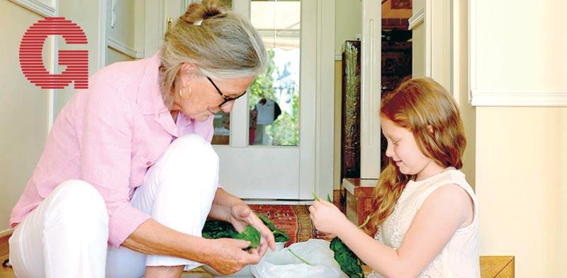 אביטל שטיין והנכדה / צילום: רן בירן