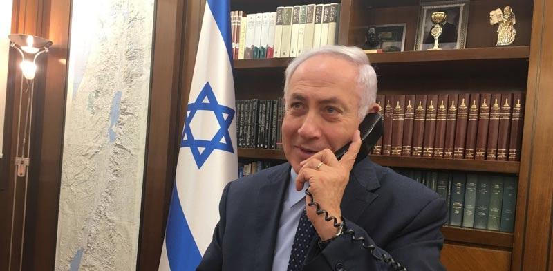 """שיחת רה""""מ נתניהו עם השגרירה והמאבטח / צילום: משרד ראש הממשלה"""