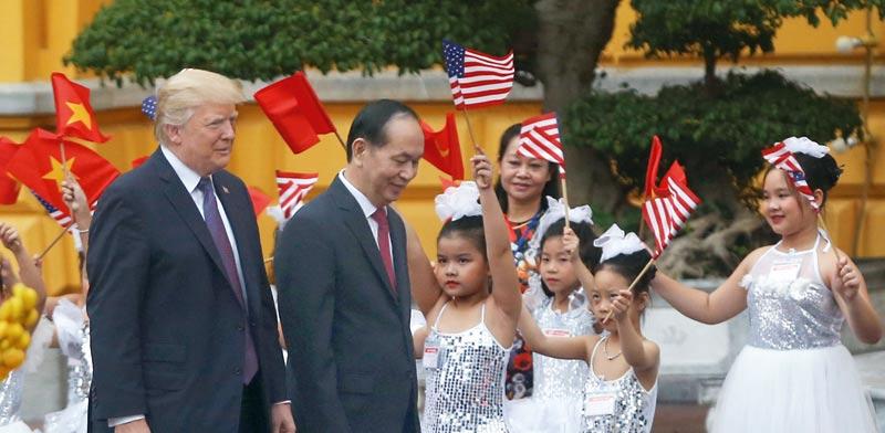 הנשיא טראמפ עם נשיא וייטנאם, טראן דאי קאנג  / צילום: רויטרס, Nguyen Huy Kham