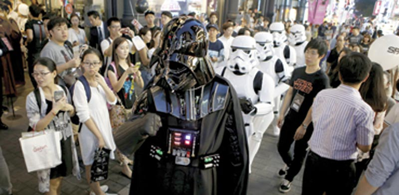 דמויות מהסרטים ברחובות סיאול / צילום: רויטרס
