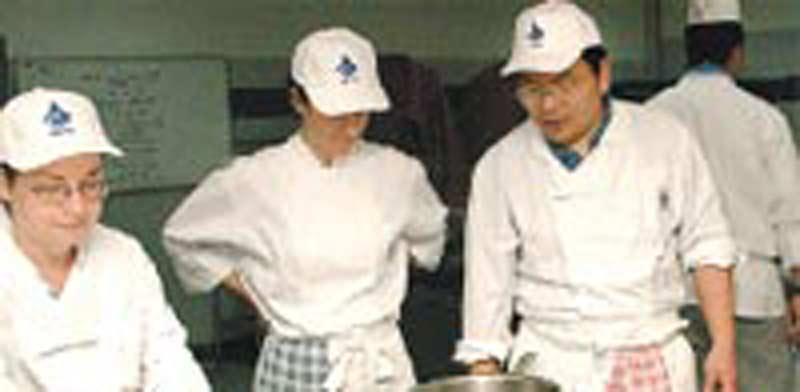 טבחים זרים / צילום: תמר מצפי