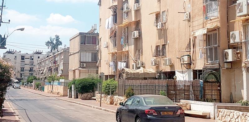 בניינים ישנים ברמלה / צילום: איל יצהר