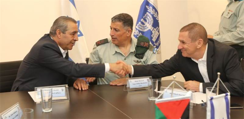 Palestinan and Israeli electricity execs Photo: IEC
