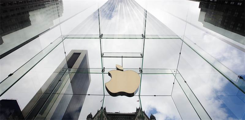 Apple Store, Manhattan  photo: Lucas Jackson, Reuters