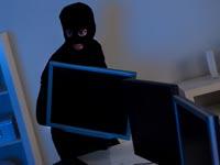 גניבה, גנב, פריצה למחשב \ מתוך: Shutterstock