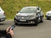 """אפליקציית חניה אוטומאטית בוש מכונית / צילום: יח""""צ"""