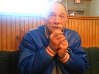 כך מגיב אבא  ששומע לראשונה שהוא הופך להיות סבא / מתוך: צילום מסך יוטיוב