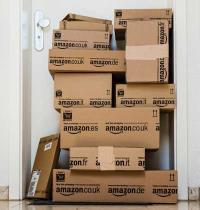 משלוח מאמזון/ צילום: Shutterstock  א.ס.א.פ קרייטיב