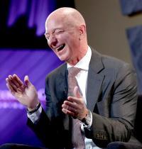 """ג'ף בזוס, מנכ""""ל אמזון /  צילום: רויטרס, JOSHUA ROBERTS"""