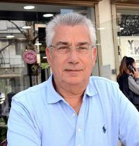 """יאיר קמיר, בעל מספרה ובית ספר לעיצוב ויו""""ר ארגון מעצבי השיער / צילום: זאב שטרן"""
