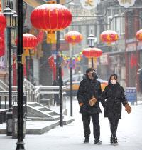 תיירים ברחובות סין / צילום: Mark Schiefelbein, Associated Press