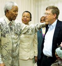 גייטס ומנדלה, לפני 17 שנה בפורום שעסק באיידס / צילום: Jeff Christensen, רויטרס
