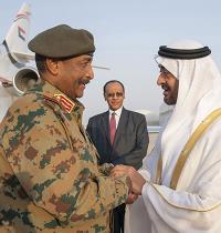 עבד אל פתאח בורהאן, מנהיג סודאן (משמאל) עם נשיא איחוד האמירויות בן זאיד  / צילום: Mohamed Al Hammadi/Ministry of Presidential Affair, Associated Press