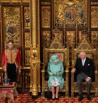המלכה אליזבט ובנה הנסיך צ'ארלס/  צילום: רויטרס  Agustin Marcarian