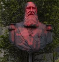 פסלו של המלך ליאופולד השני מרוסס באדום לאחר הפגנות בבלגיה / צילום: Virginia Mayo, AP