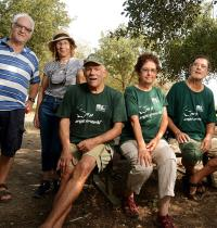 """אנשי """"עמותת ותיקי הגליל"""". מתחזקים קבוצת ווטסאפ שנקראת """"גיל התבונה"""" / צילום: איל יצהר"""