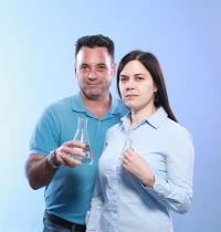 רות פולצ'ק וצביקה וגמן / צילום: כפיר זיו. פרופס: באדיבות חברת ס.י.מדה ציוד למעבדות