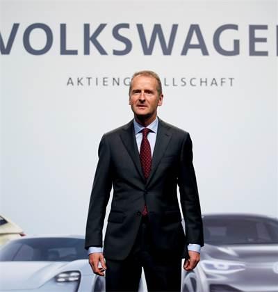 """הרברט דיס, מנכ""""ל פולקסווגן / צילום: REUTERS/Axel Schmidt"""
