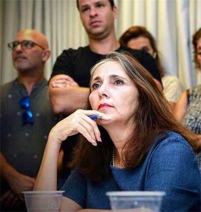 יוליה שמאלוב ברקוביץ בהפגנת ערוץ 10 נגד חברי המועצה / צילום: שלומי יוסף