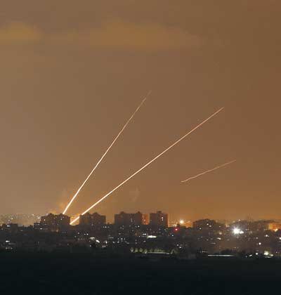 שיגורי טילים מצפון רצועת עזה לעבר יישובי העוטף / צילום: רויטרס  Amir Cohen