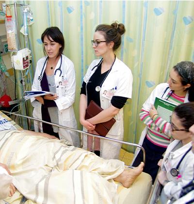 סטודנטים לרפואה בשיבא. מוסדות הלימוד לא עומדים בקצב השינויים / צילום: יחידת צילום שיבא