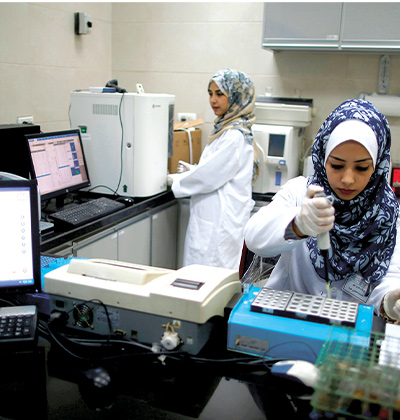 טכנאיות מעבדה בבית החולים אל עוודה, בצפון רצועת עזה / צילום: רויטרס