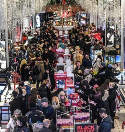 קונים בכלבו מייסי'ס במנהטן  /  צילום: רויטרס, Stephanie Keith