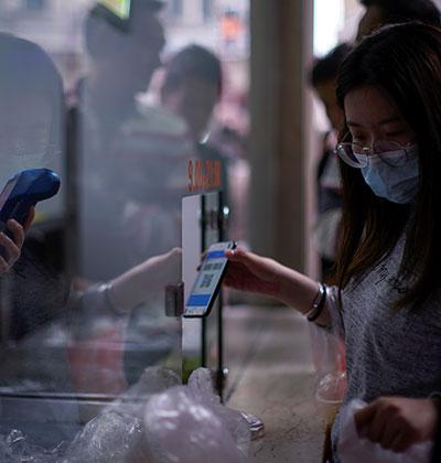קניות באמצעות הטלפון בסין  / צילום: Aly Song, רויטרס
