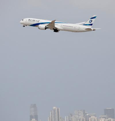 מטוס של אל על ממריא משדה תעופה בן גוריון / צילום: Ariel Schalit, Associated Press