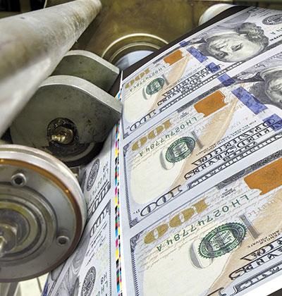 מדפיסים דולרים. האם הדפסת כרבע מהתוצר הלאומי באמת תפצה על אובדן הייצור?  / צילום: shutterstock, שאטרסטוק