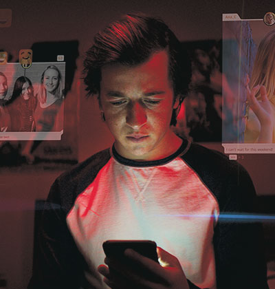 צילום מתוך הסרט 'מסכי עשן: המלכודת הדיגיטלית'. מתעלם במופגן ממנהלי החברות הגדולות  / צילום: נטפליקס