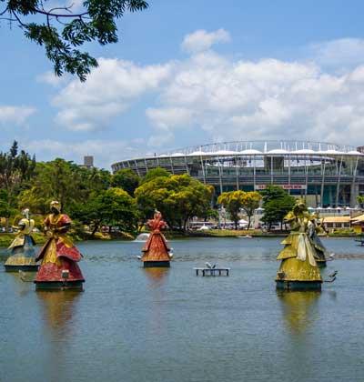 פסלי האורישות בעיר סלבדור / צילום: Shutterstock/א.ס.א.פ קרייטיב