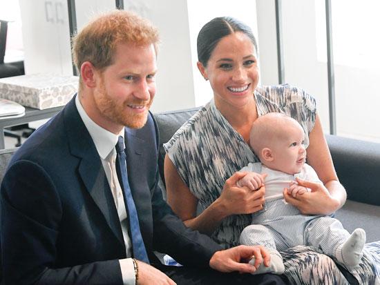 40% מהציבור הבריטי סבורים שהיא צבועה. מרקל והנסיך עם בנם ארצ'י בקייפ טאון - צילום: Gettyimages ישראל
