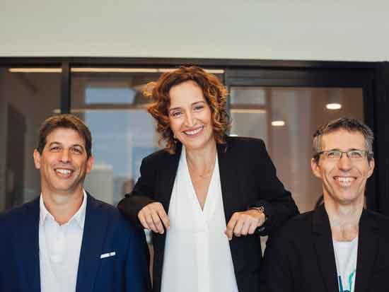 """עינת גז עם השותפים, ראובן דרונג ועופר הרמן / צילום: אירה פרוהורובה, יח""""צ"""
