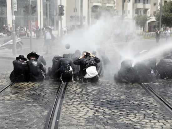 יהודים חרדים בהפגנה בירושלים / צילום: רויטרס - Ammar Awad