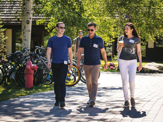 צוות בלתי מעורער. סנדברג עם סגן נשיא פייסבוק, דן רוז, ומייסד החברה, מרק צוקרברג / צילום: דרו אנגרר, גטי אימג'ס