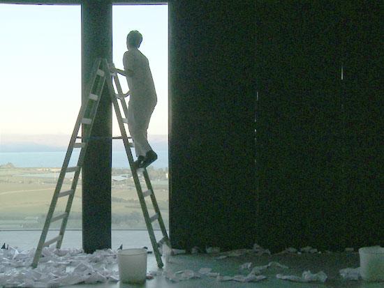 זהר אלעזר, מתוך עבודת הוידאו wall paper / צילום: אוסף האומנות של הכנסת
