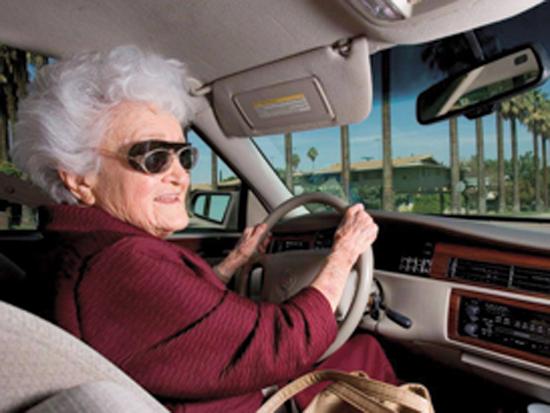 """מארג', תושבת  לומה לינדה. """"מתחילה את היום בהרמת משקולות, ואז נכנסת לקדילק בדרך להתנדבות"""" / צילום: דן מקלין"""