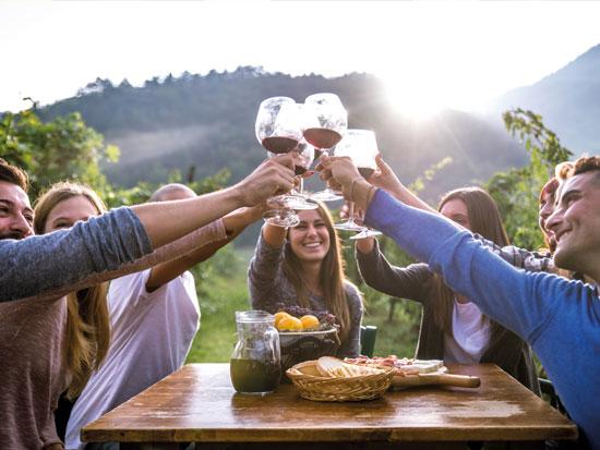 האיטלקים נהנים מהמתיקות שבלעשות שום דבר / צילום: Shutterstock.com/ א.ס.א.פ קראייטי