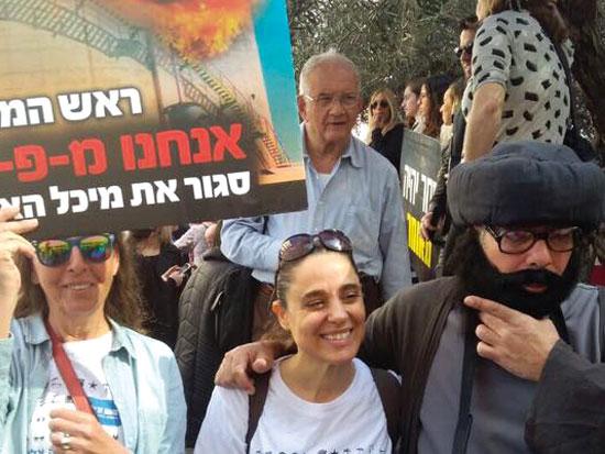 יעקבס בהפגנה לסגירת מכל האמוניה בחיפה