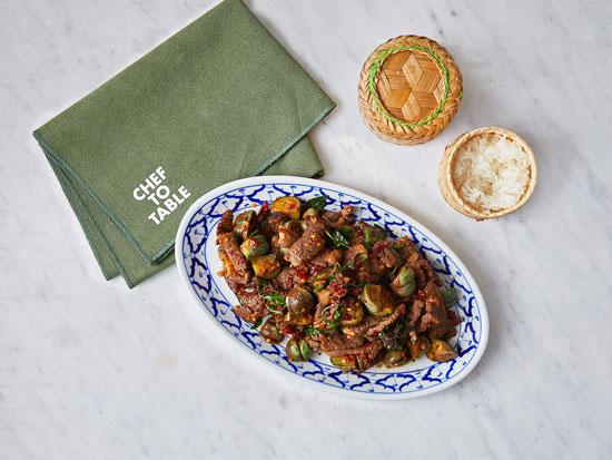 """נאה פאד פיקנג פה. מנה כפרית חריפה ומתובלת במיזם """"שף טו טייבל"""" / צילום: אפיק גבאי"""